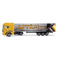 """Іграшковий вантажівка з написом: """"Артем!"""""""