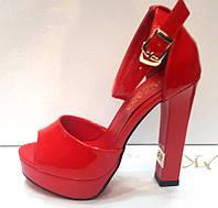 Босоножки женские на платформе и толстом каблуке красные KF0216