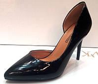 Туфли на высоком каблуке лаковые черные KF0213