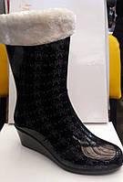 Женские резиновые сапоги с утеплителем на танкетке сбоку молния RS0004