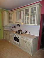 Кухня с шпонированным фасадом крашеный патина
