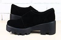 Ботинки черные замшевые на тракторной подошве на липучке