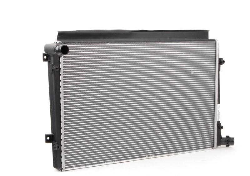 Радиатор охлаждения Volkswagen Passat 2003- (1.9TDI) 650*405мм плоские соты KEMP
