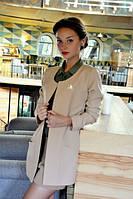 Модный удлиненный женский пиджак с брошью карманы накладные рукав длинный стрейч габардин