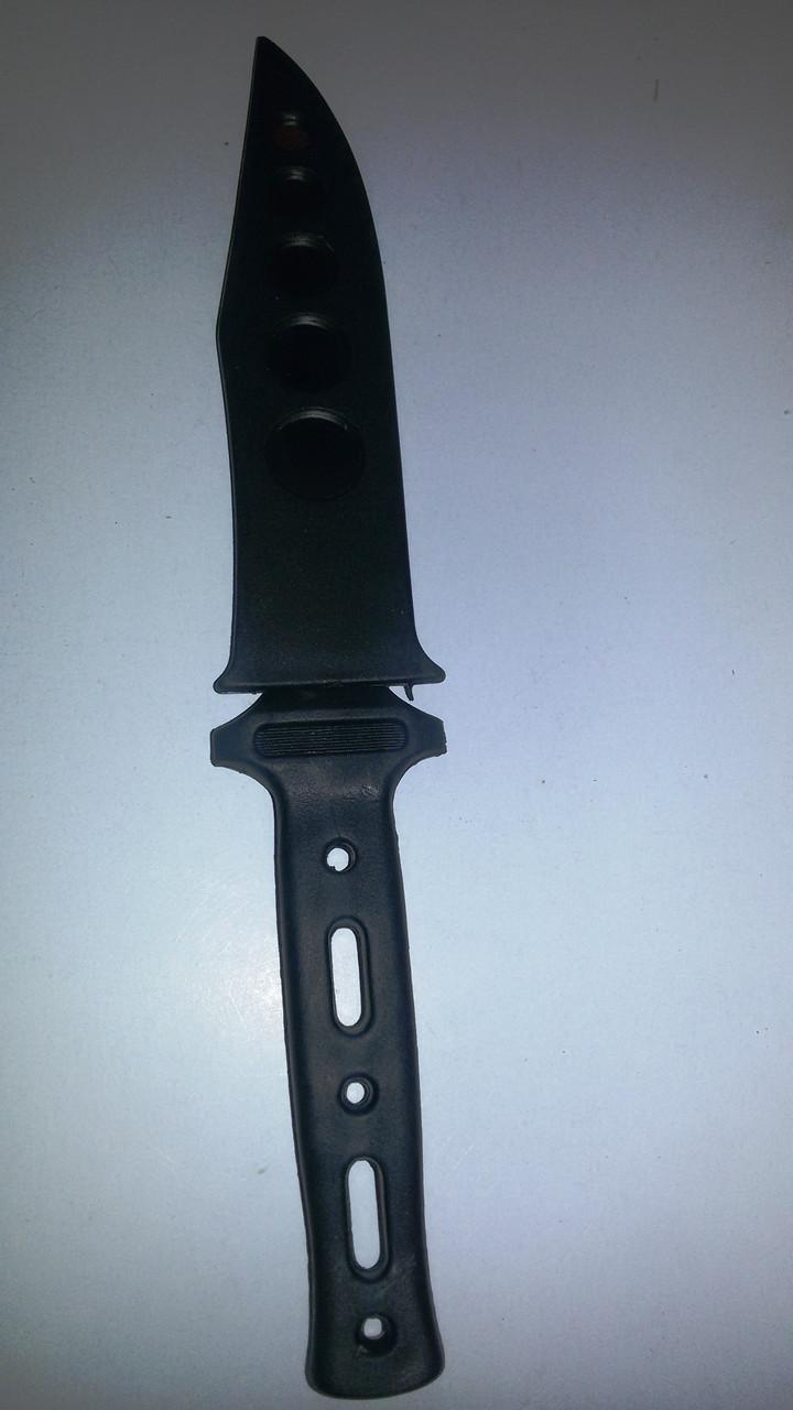 Нож в чехле  черный