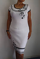 Белое платье с черной отделкой