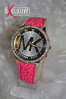 Часы в стиле Майкл Корс со стразами. Розовые.