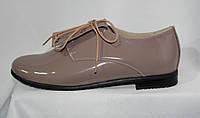 Женские бежевые туфли-полуботинки из натуральной лакированной кожи