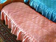 Покрывало на кровать для детского сада, атласное с 1 рюшей (размер 70х140х20 см)