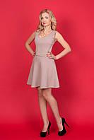 Кокетливое маленькое романтичное платье с V-образным вырезом