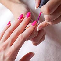 Покрытие ногтей лаком