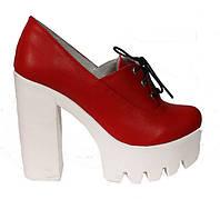 Женские кожаные туфли на белой тракторной подошве и каблуке