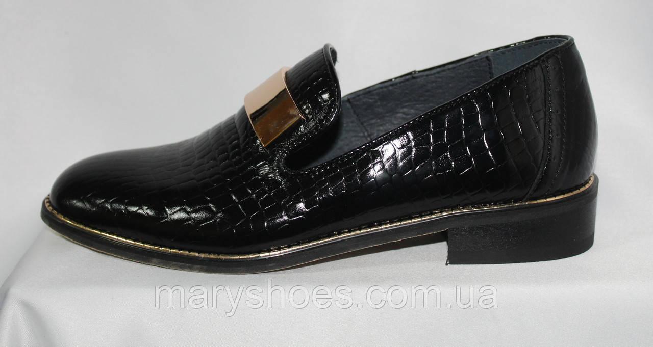 cb1191b57 Стильные женские туфли-лоферы из натуральной кожи с тиснением