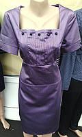Женское атласное платье сиреневого цвета