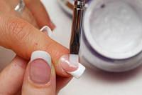 Коррекция нарощенных ногтей гелем Френч-дизайн