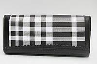 Кожаный женский кошелек с оригинальным дизайном