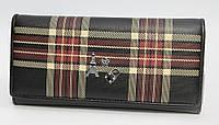 Женский кожаный кошелек с дополнительным декором.