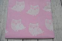 Лоскут ткани №64  с  белыми совами на розовом фоне