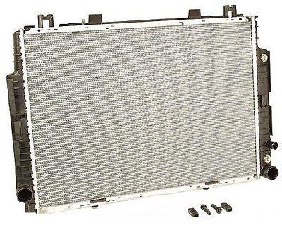 Радиатор охлаждения Mercedes 140 1990-2000 (4.2-6.0 АКП) 667*468мм по сотах KEMP