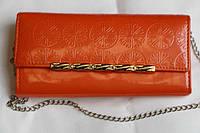 Лакированный оранжевый кошелек с украшением
