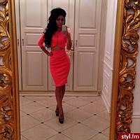 Платье с вырезом спереди