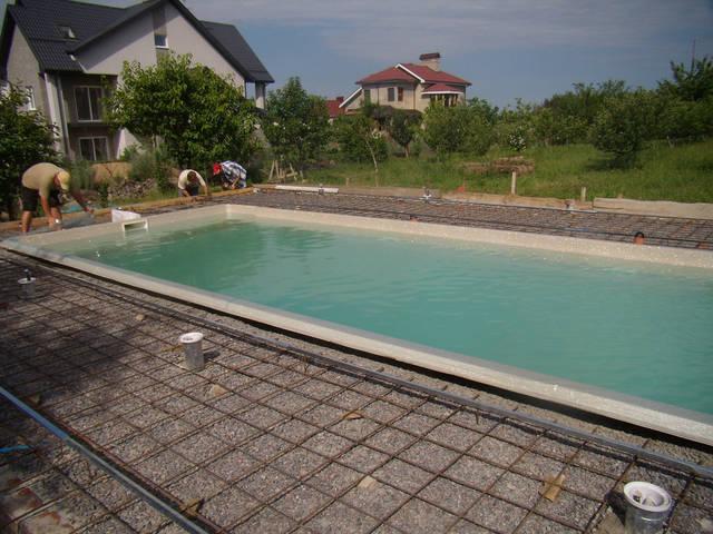 Устройство площадки басейна.