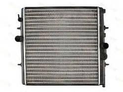 Радиатор охлаждения Peugeot Partner 1998- (1.4-2.0) 556*380мм по сотах