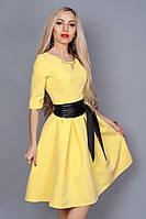 Красивое молодежное платье из итальянской костюмной ткани с красивым украшением на груди