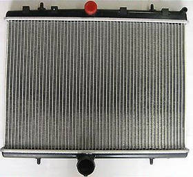 Радиатор охлаждения Peugeot 806 (2.0 16V 2.0HDI) 465*549мм по сотах KEMP