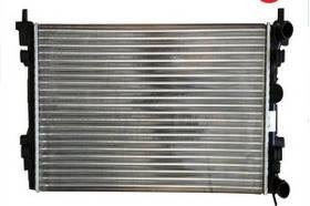 Радиатор охлаждения Peugeot 806 1998- (1.9D-2.0HDI) 670*446мм по сотах KEMP