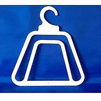 Пластиковая вешалка для шапки и шарфа