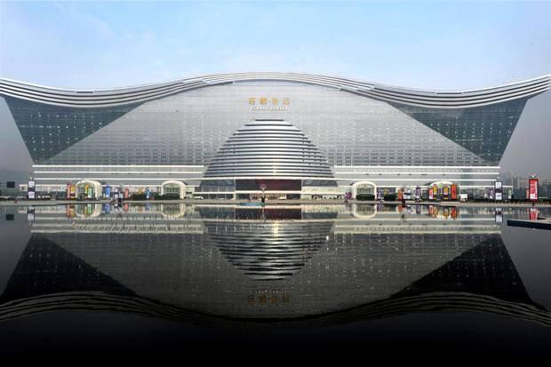 Самое большое по площади здание мира открыто в Китае.