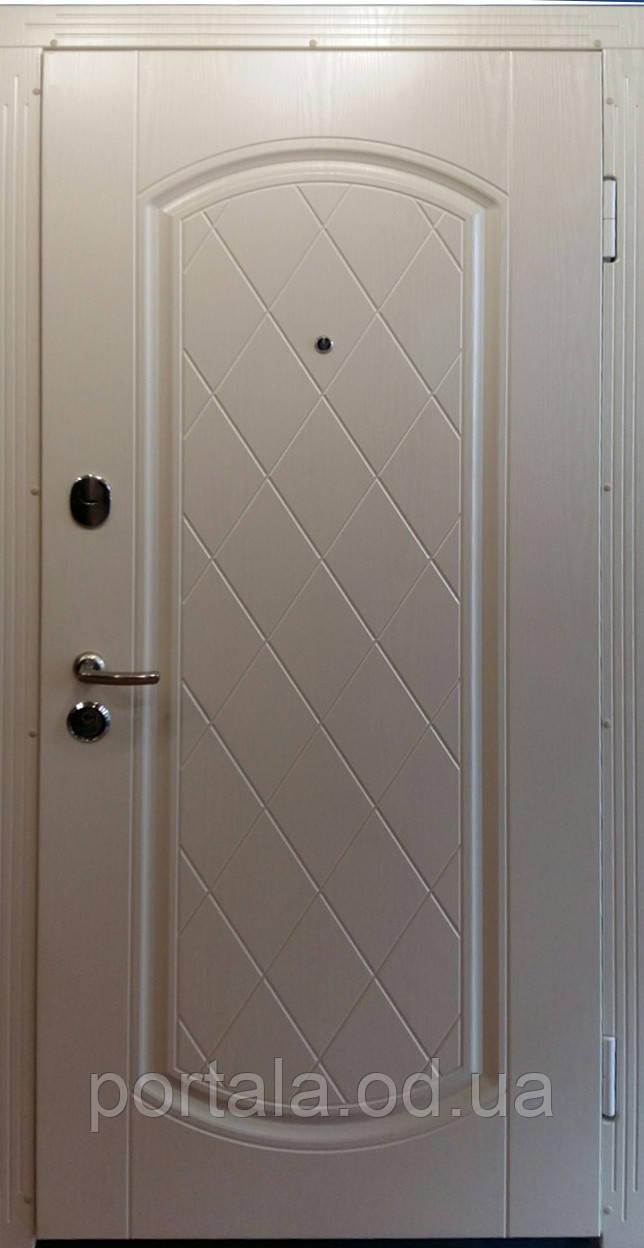"""Входная дверь """"Портала"""" (Люкс) ― модель Шампань белый перламутр."""