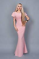 Длинное платье с украшением у горловины
