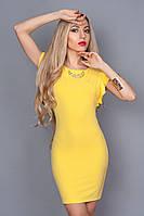 Яркое модное платье с круглой горловиной