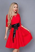 Яркое женское платье с пышной юбкой