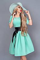 Пастельное платье с широким поясом