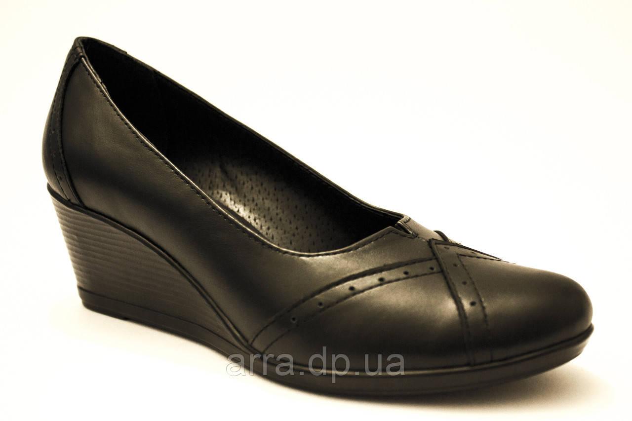 Туфли лодочки на танкетке из натуральной кожи. На стандартную ногу.