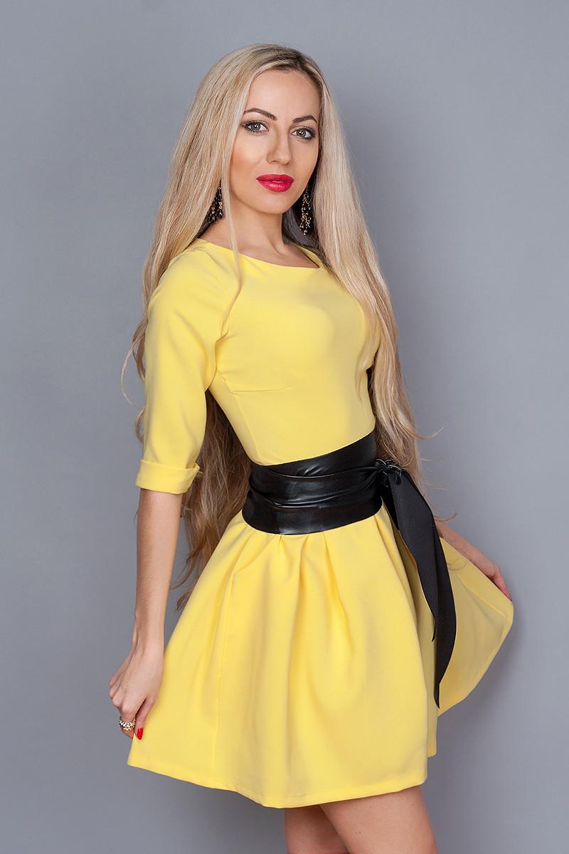 ae7eb7c7fa8 Жёлтое летнее платье с пышной юбкой и кожаным поясом