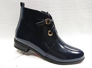 Темно-синие  ботинки . Маленькие размеры.