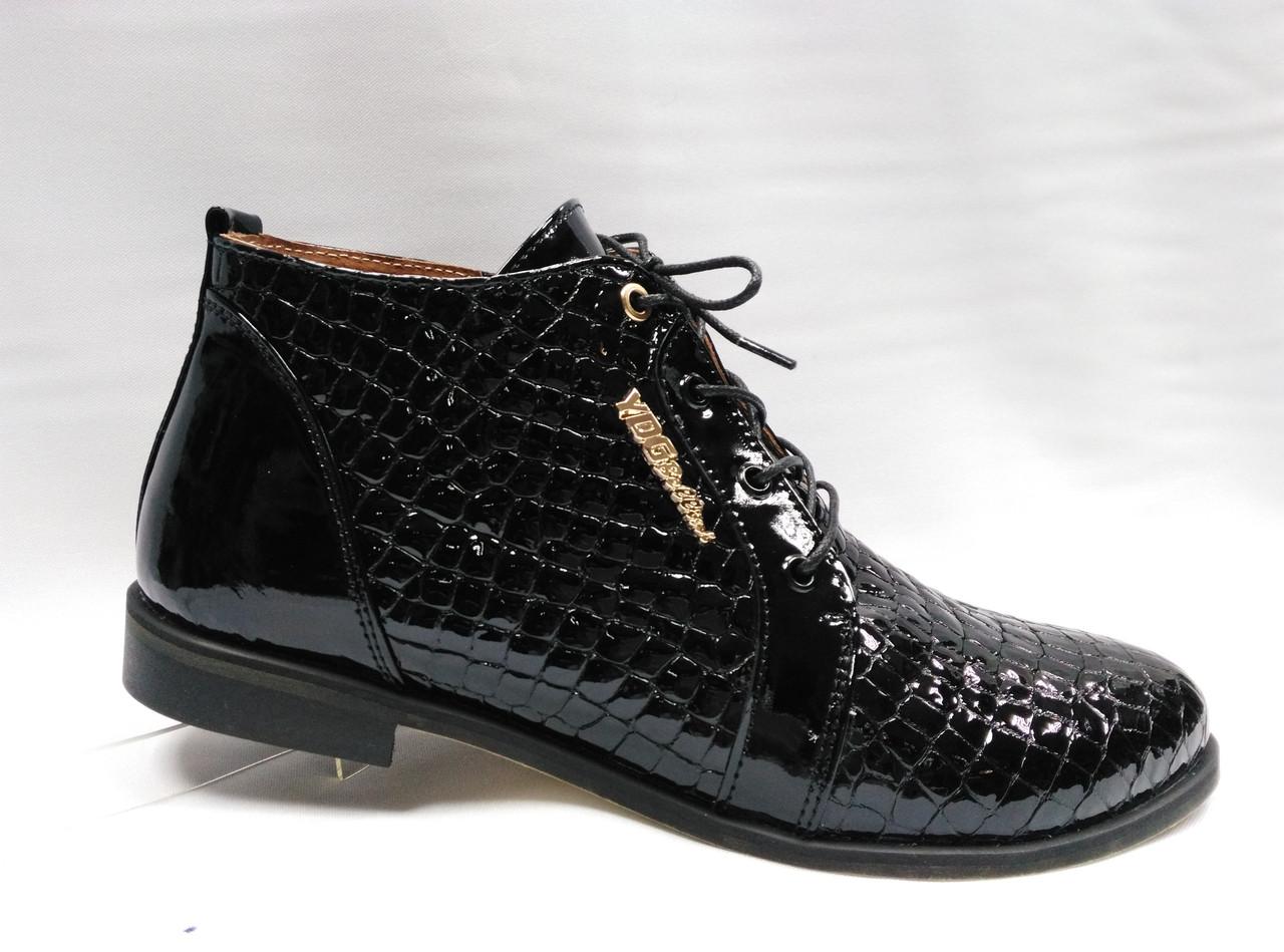 Черные ботинки на низком каблуке со шнурками.Украина.