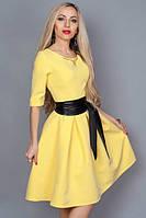 Женское платье с кожаным поясом