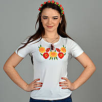Стильная белая футболка с вышитыми гладдю подсолнухами