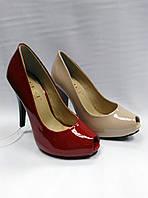 Лаковые туфли с открытым носиком на каблуке .Маленькие размеры.