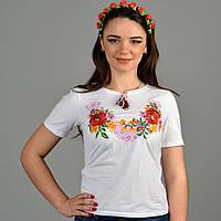 Модная молодежная футболка с вышитыми гладью маками и орнаментом