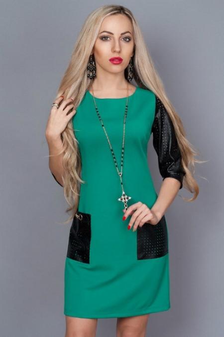 Платье с кожаными рукавами с перфорацией