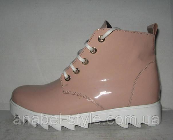 Ботинки женские лаковые на тракторной подошве цвета пудры Код 139