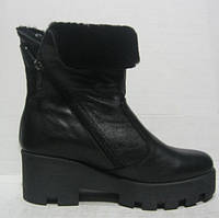 Ботиночки модные женские зимние на тракторной подошве с отворотом