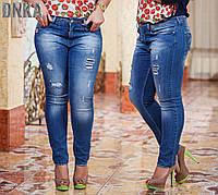 Женские батальные рваные джинсы с карманами