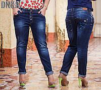 Женские батальные джинсы с потертостями и карманами